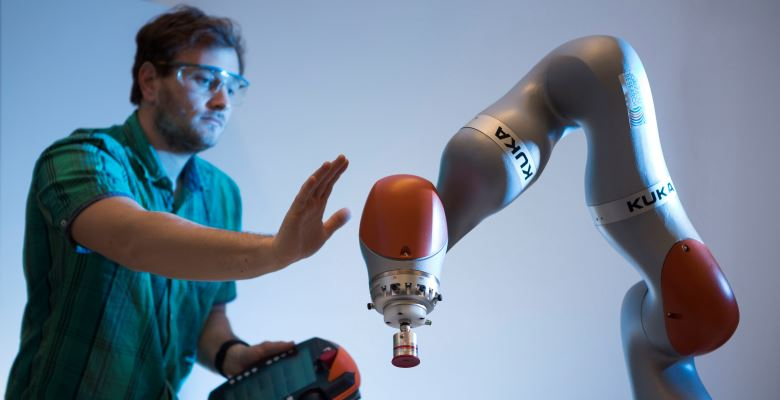 [Translate to English:] JOANNEUM ReSEARCH - KUKA iiwa_Collaborative